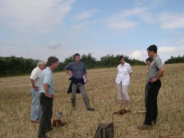 Participatory on-farm resarch and demonstration in UK arable cropping
