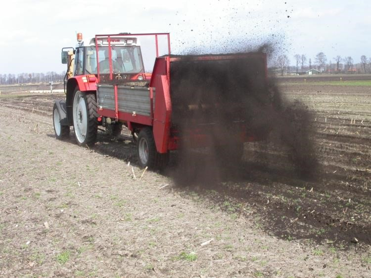Application of organic compost to the field